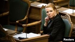Bộ trưởng Bộ Nhập cư và Hội nhập Đan Mạch Inger Stojberg lắng nghe cuộc tranh luận tại Quốc hội Đan Mạch, ngày 26/1/2016.