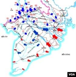 """Nhờ năng lượng dòng chảy nước ngọt từ phía thượng nguồn (mũi tên màu xanh) và năng lượng dòng nước mặn từ biển (mũi tên màu đỏ) mà môi trường tự nhiên của ĐBSCL được tẩy rửa hàng ngày (con nước lớn-ròng), hàng tháng (con nước rong-kém), và hàng năm (mùa nước nổi-cạn). Nguồn nước này cũng giúp cho nước chảy được trong các kênh rạch vì địa hình ĐBSCL quá bằng phẳng. (6) Những cống đập ngăn mặn của Bộ NN & PTNT đang """"khai tử""""dòng chảy và nhịp đập /Mekong Delta Pulse của hệ sinh thái ĐBSCL."""
