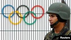 21일 브라질 리우데자네이루 올림픽 주경기장 주변에서 경계임무를 수행하고 있는 헌병대원.