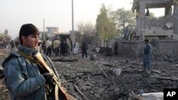 지난 7일 아프가니스탄 카불 외곽의 자살폭탄 공격 현장. (자료사진)