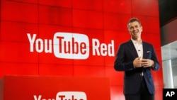 Robert Kynch, chef de l'exploitation de YouTube, parle lors de la présentation de «YouTube Network», un nouveau service d'abonnement sur YouTube Space, Los Angeles, 21 octobre 2015. Le service combine des annonces gratuites, nouvelle série originale et de