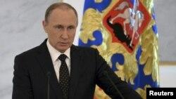 Presiden Rusia Vladimir Putin memberikan pidato dalam sebuah pertemuan antar lembaga pemerintah di Moskow (foto: dok).