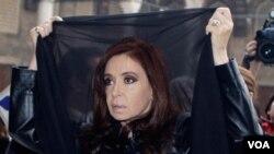 Cristina Fernández sufrió en el 2010 la muerte de su marido, Néstor Kirchner, el ex presidente de Argentina.