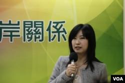 台湾佛光大学公共事务系助理教授曾于蓁 (美国之音记者杨明拍摄)