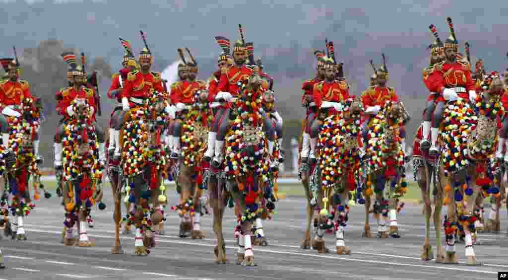رژه سواره نظام در مراسم روز ملی پاکستان