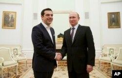 Trong lúc Hy Lạp đang ở bờ vực phá sản, có nhiều đồn đoán Thủ tướng Alexis Tsipras đến Moscow để xin viện trợ tài chánh.
