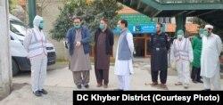 طورخم بارڈر کے راستے پاکستان میں داخل ہونے والے مسافروں کے طبی معائنے کے خصوصی انتظامات کیے گئے ہیں۔