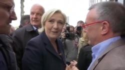 Lanzan huevo a candidata francesa Le Pen