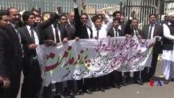 وکلا کا پارلیمنٹ کے سامنے احتجاج