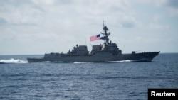Khu trục hạm Mỹ USS Wayne E. Meyer đi qua Biển Đông ngày 11/4/2017