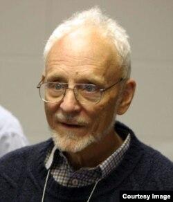 Elwin R. Berlekamp trong một hội nghị toán học năm 2005 tại Banff International Research Station, Canada. (Hình: Thane Plambeck/Wikimedia/CC BY 2.0)