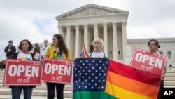 四年前美國里程碑式裁決後 加快接受同性婚姻。