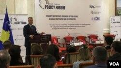"""Predsednik Kosova Hašim Tači na regionalnoj konferenciji """"Budućnost decenije Kosova: regionalna saradnja i integracija u EU"""", Priština 25. april 2018."""