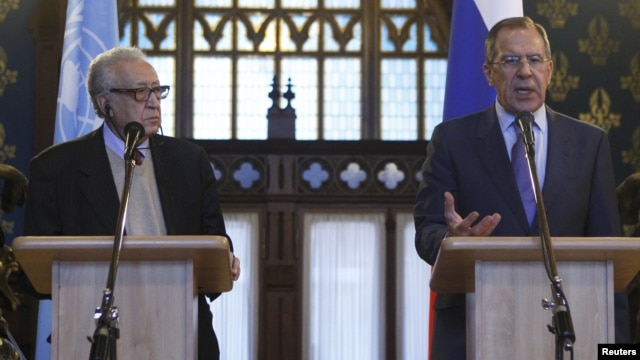 U.N.-Arab League peace mediator Lakhdar Brahimi (L) of Algeria and Russia's Foreign Minister Sergei Lavrov attend a joint news conference in Moscow, December 29, 2012.
