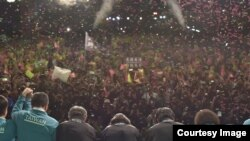 蔡英文胜选后向民众鞠躬致谢。(照片来源 蔡英文推特)