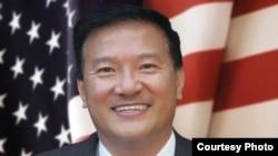 Phó Thị trưởng thành phố Fountain Valley Michael Võ.