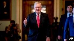 国会参议院多数党领袖麦康奈尔在国会大厦。(2020年3月25日)