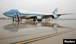 미국 대통령의 전용기인 에어포스원(Air Force One)이 메릴랜드주 앤드루스 공군기지에 착륙해 있다.