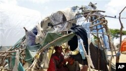 Somalis displaced by fighting between the Somali government and Islamist insurgents are seen in a makeshift home at a camp for internally displaced people on the outskirts of Mogadishu, Somalia (File)