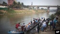 မဲေဆာက္မွာ ျမန္မာအလုပ္သမား ၂၀၀ အဖမ္းခံရ