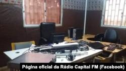 Instalações destruídas da Rádio Capital FM, Guiné-Bissau