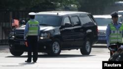2018年5月4日,美中經貿磋商結束後,美國官員乘車離開美國駐華使館。