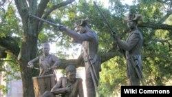 Yon moniman Ayisyen nan katye istorik vil Savannah, eta Joji.