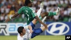 Taphataa Aljeeriyaa Ahmed Musa(gubbaa) taphataa Ingilaandi Billy Knott (jala) dorgommii kubbaa miilaa addunyaa U-20 ganna dabre Armeeniyaatti tapahtaniin Naayjeriyaan 1-0 moote