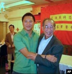 王丹与香港支联会主席司徒华(档案照)