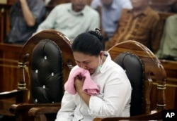 FILE - Ethnic Chinese woman Meiliana weeps during her sentencing hearing at a district court in Medan, North Sumatra, Indonesia, Aug. 21, 2018.