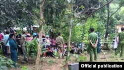 Hiện trường vụ nổ bom ở thôn Tà Lương, thị trấn Tô Hạp, huyện Khánh Sơn, tỉnh Khánh Hòa, làm 6 người chết, ngày 18/6/2017. (Ảnh: Báo Khánh Hòa)