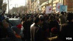 روز جمعه تجمع اعتراضی در کرمانشاه و ده شهر دیگر ایران برگزار شد.