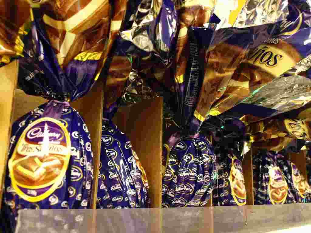 Cadbury hizo sus primeros huevos de Pascua de chocolate en 1875, según su sitio web.