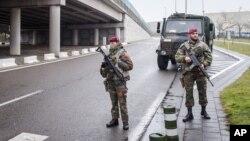 Binh lính Bỉ tuần tra tại sân bay Zaventem, Brussels hôm thứ Tư, ngày 23 tháng 3 năm 2016.