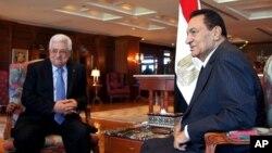 阿巴斯(左)与穆巴拉克周二沙姆沙伊赫会晤