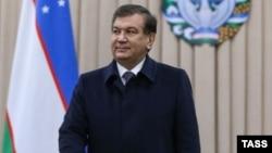 Penjabat Presiden Shavkat Mirziyoyev menang besar dalam pilpres Uzbekistan hari Minggu (4/12).