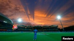 India's Shikhar Dhawan looks to the sky from his fielding position during sunset in their Cricket World Cup match against Pakistan in Adelaide, February 15, 2015. REUTERS/David Gray (AUSTRALIA - Tags: SPORT CRICKET TPX IMAGES OF THE DAY) - RTR4PN3K