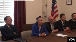 對華援助協會9月23日邀請多個宗教權益組織代表﹐在國會召開新聞發佈會。世界維吾爾大會主席熱比婭(左二)