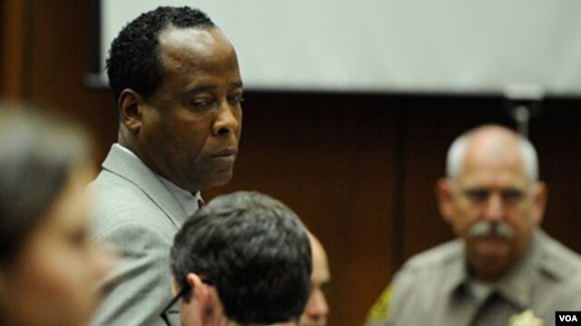 Dr. Conrad Murray terancam hukuman penjara empat tahun serta kehilangan lisensi praktik (Foto: dok).