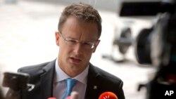 匈牙利外长西亚尔托在卢森堡欧盟理事会大楼接受媒体采访。(2015年9月4日)