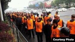 湖南上千名軍轉幹再次遊行到長沙省委信訪局上訪(權利運動網提供)