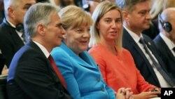 Nemačka kancelarka Angela Merkel i visoka predstavnica EU za inostranu politiku Federika Mogerini