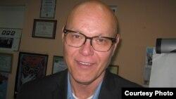 Дэн Шелли - исполнительный директор RTDNA (Ассоциации радио, телевизионных и цифровых новостей)