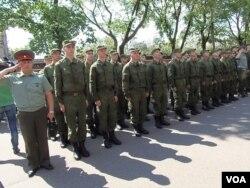 莫斯科一处征兵站中刚征召的新兵。(美国之音白桦 拍摄)