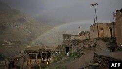 Архив: деревня Номиткон к востоку от Душанбе. В августе 2010 года правоохранительные органы Таджикистана вступили здесь в бой с вооруженными исламистами.