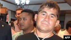 José Salvador Alvarenga quiere viajar a México acompañado de sus padres.