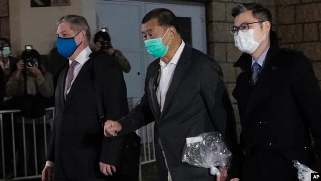 香港壹传媒创办人黎智英获得保释离开香港高等法院。(2020年12月23日)