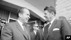 Rais Richard Nixon akiwa na Gavana Ronald Reagan, kulia, San Diego, California Aug. 16, 1968.