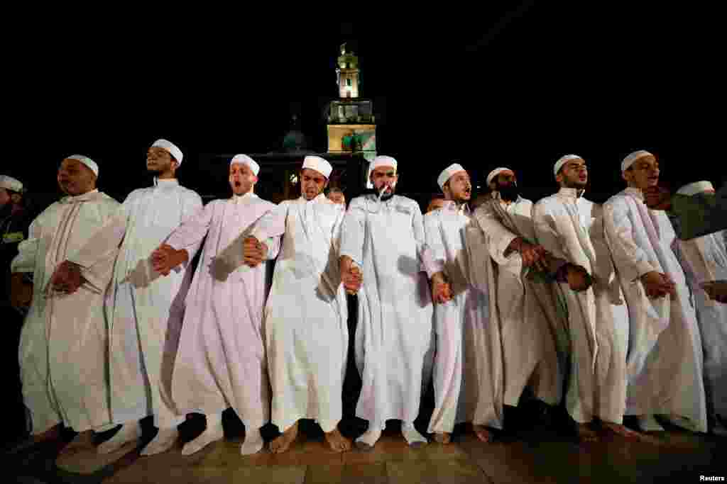 Men perform the Hadra at the Umayyad mosque on Laylat al-Qadr during the last week of the Muslim fasting month of Ramadan in Damascus, Syria, June 12, 2018.