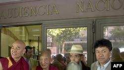 在西班牙出庭作证的藏人